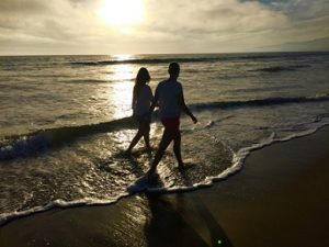 couple_on_beach_10312016-2